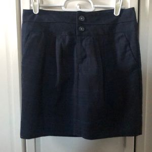 Gap Navy and Black Size 0 Skirt with cute buttons